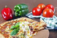 Pizza faite maison italienne Photographie stock