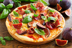 Pizza with figs, Royalty Free Stock Photography