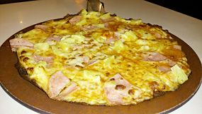 Pizza fina da crosta Imagem de Stock Royalty Free