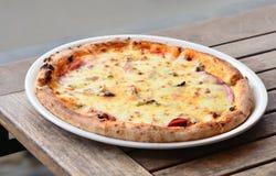 Pizza fina de la corteza Imagen de archivo