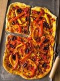 Pizza fina italiana rústica del vegetariano de la corteza Imagenes de archivo