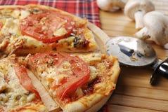 Pizza fraîche chaude de champignon de couche Photographie stock