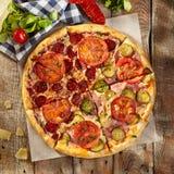 Pizza fraîche délicieuse Images stock