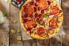 Pizza fraîche délicieuse Photographie stock