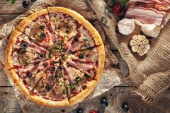 Pizza fraîche délicieuse Photo libre de droits