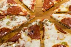 Pizza frais cuite au four Photographie stock