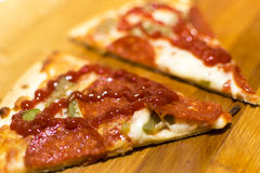 Pizza frais cuite au four Photographie stock libre de droits