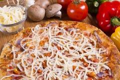 Pizza fresca Fotografie Stock