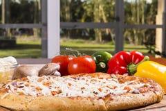 Pizza fresca Fotografia Stock Libera da Diritti
