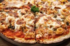 Pizza fresca deliziosa Fotografia Stock