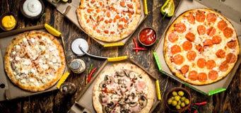 Pizza fresca en cajas Fotos de archivo libres de regalías