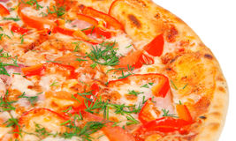Pizza friável dourada com pimentas Imagem de Stock