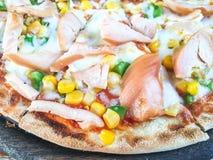Pizza fumée de poulet Photographie stock libre de droits
