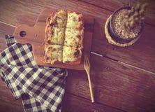 Pizza geroosterd brood met tomatensaus en hamkaas Stock Fotografie
