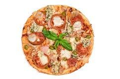 Pizza getrennt auf weißem Hintergrund Lizenzfreie Stockfotos