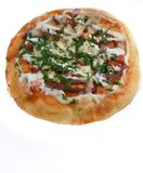 Pizza getrennt auf weißem Hintergrund stockfotografie