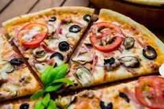 Pizza grande Fotos de archivo