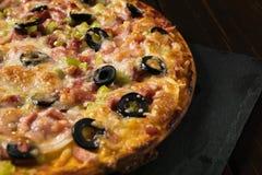 Pizza grande hermosa fotos de archivo