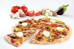 Pizza gratuite de gluten avec des champignons Image libre de droits