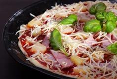 Pizza Havaí com presunto e abacaxi Fotografia de Stock Royalty Free