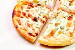 Pizza hawaiana Fotografía de archivo