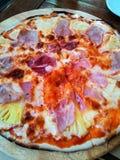Pizza hawaiana Imágenes de archivo libres de regalías