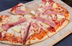 Pizza hawaiana Foto de archivo