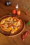 Pizza hawaiana imagenes de archivo