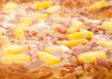 Pizza hawaiana cucinata Fotografie Stock