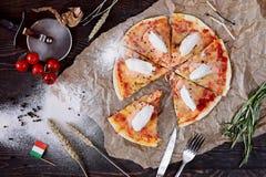 Pizza hecha en casa caliente Imágenes de archivo libres de regalías