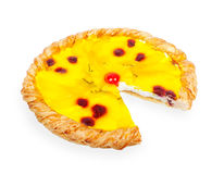 Pizza hecha en casa de la fruta con los pedazos de humanidad y de la cereza Fotografía de archivo libre de regalías