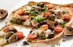 Pizza hecha en casa deliciosa del Flatbread Fotografía de archivo
