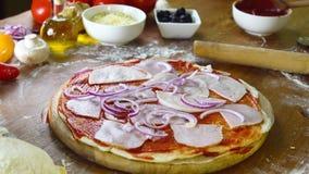 Pizza hecha en casa sabrosa de Prepearing almacen de video