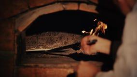 Pizza-Herstellung stock video