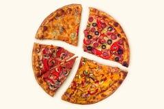 Pizza internationale énorme sur le fond blanc Photos stock