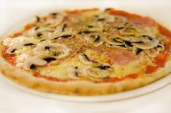 Pizza italiana Immagini Stock