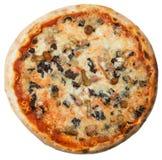Pizza italiana com a salsicha e os cogumelos isolados no branco Fotografia de Stock