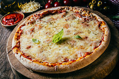 Pizza italiana cozida fresca do margarita Fotos de Stock