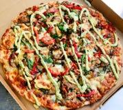 Pizza italiana del fungo e degli spinaci immagini stock