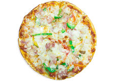 Pizza italiana deliciosa sobre blanco Fotos de archivo libres de regalías