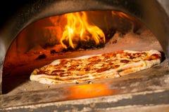 Pizza italiana fresca fotografia de stock
