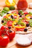 Pizza italiana preparada Imágenes de archivo libres de regalías