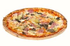 Pizza italiana saporita con isolato su fondo bianco Fotografie Stock Libere da Diritti