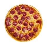 Pizza italienne avec du sel, le fromage et des herbes sur le fond blanc d'isolement images libres de droits