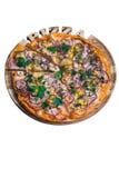Pizza italienne avec le concombre et l'oignon de maïs de jambon Une série de différents types de pizza pour des menus d'un angle Photographie stock libre de droits