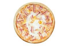 Pizza italienne avec le lard et les oeufs Photographie stock libre de droits