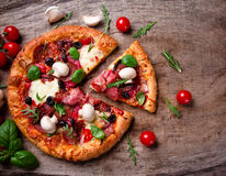 Pizza italienne délicieuse image stock