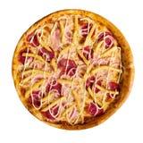 Pizza italienne délicieuse avec des pommes frites sur le fond blanc, d'isolement photographie stock