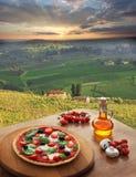 Pizza italienne dans le chianti, paysage de vignoble en Italie photographie stock libre de droits