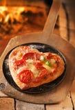 Pizza italienne en forme de coeur Photo stock